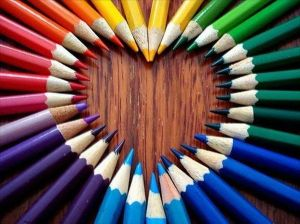 corazon-con-lapices-de-colores